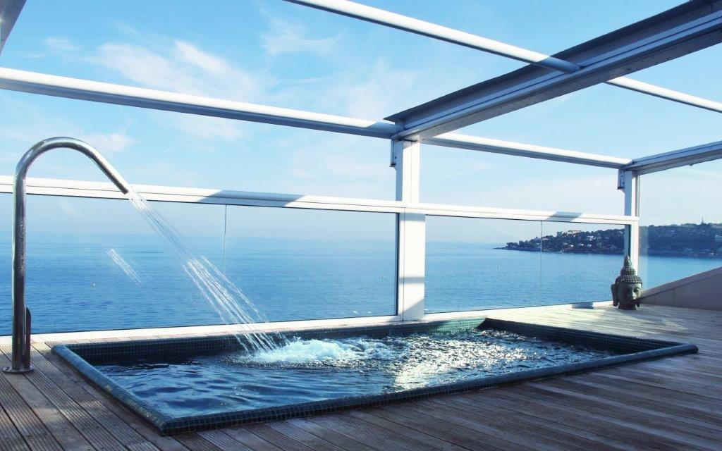 The roof top pool at Hotel Riva in Menton